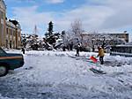 会場駐車場は、スタッフの方が雪かきで大忙し