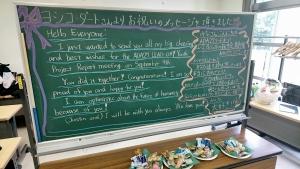 黒板に書かれたヨシコダートさんからのお祝いのメッセージ