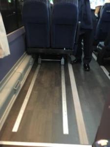 写真5:椅子をスライドさせた後の足元の様子。