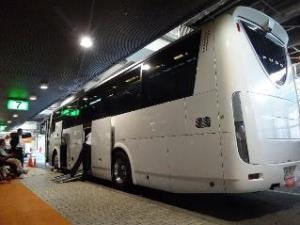 写真8:バス後方からの外観。