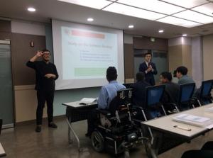 Jeong Jiwoong助教授による講義の様子。