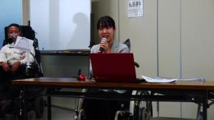 講演をする曽田
