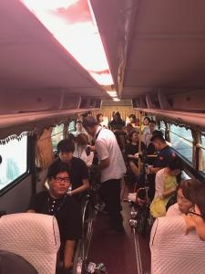 車椅子が数台とまっているバス車内の様子