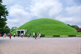 慶州にある天馬塚の全体