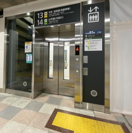 エレベーター外観1