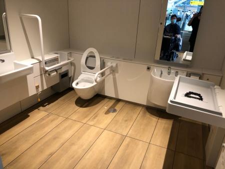多機能トイレ内部の様子。