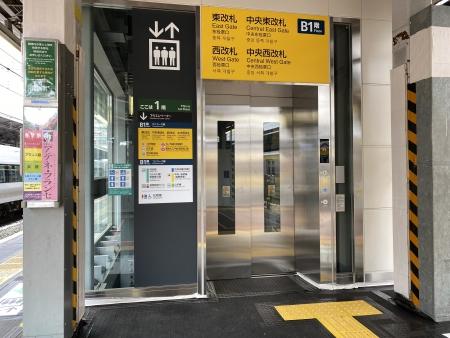 エレベーター外観2