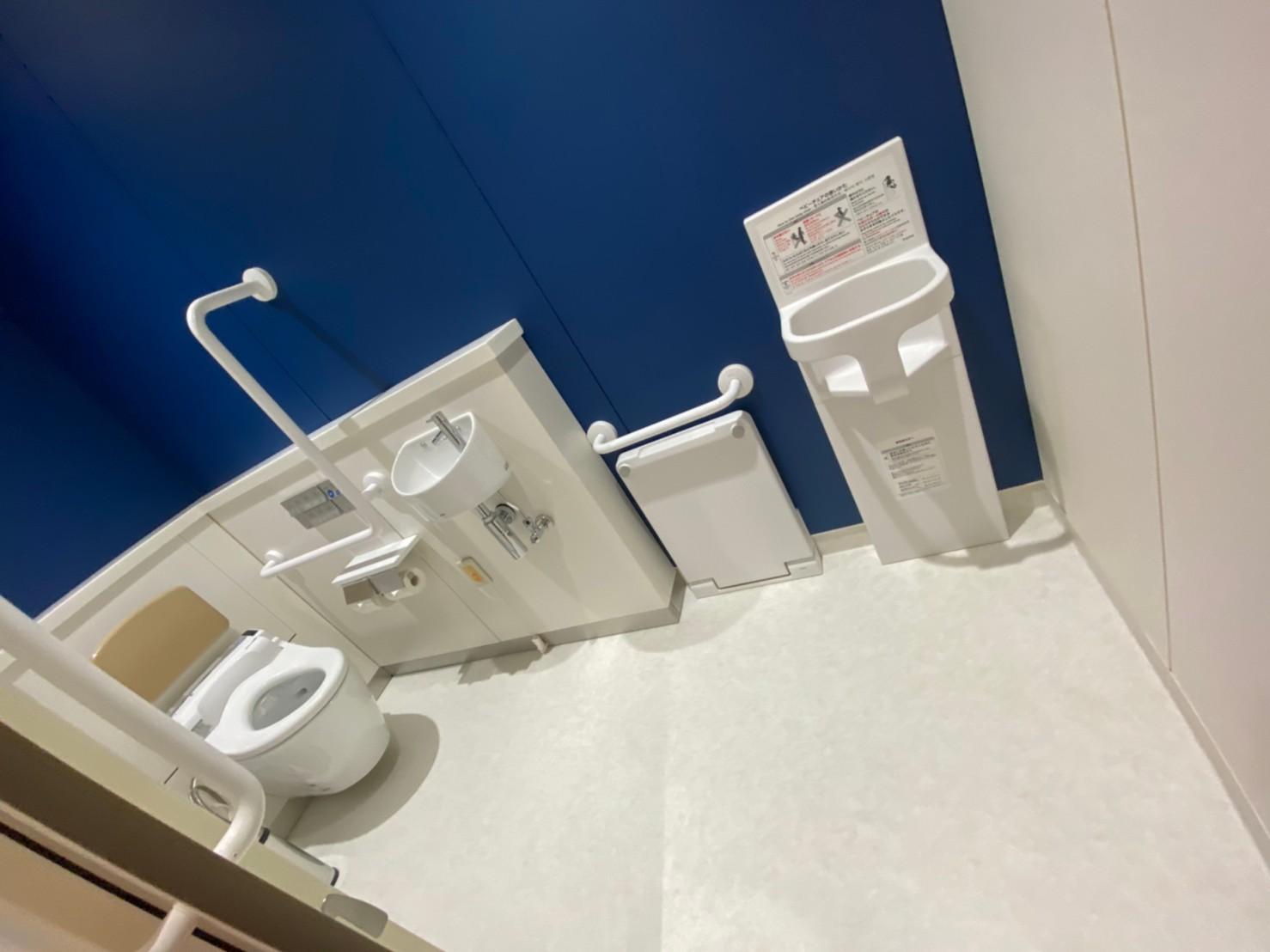 多目的トイレ3。簡易多機能トイレです