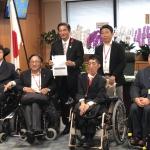山本博司厚労副大臣とDPIメンバーの写真