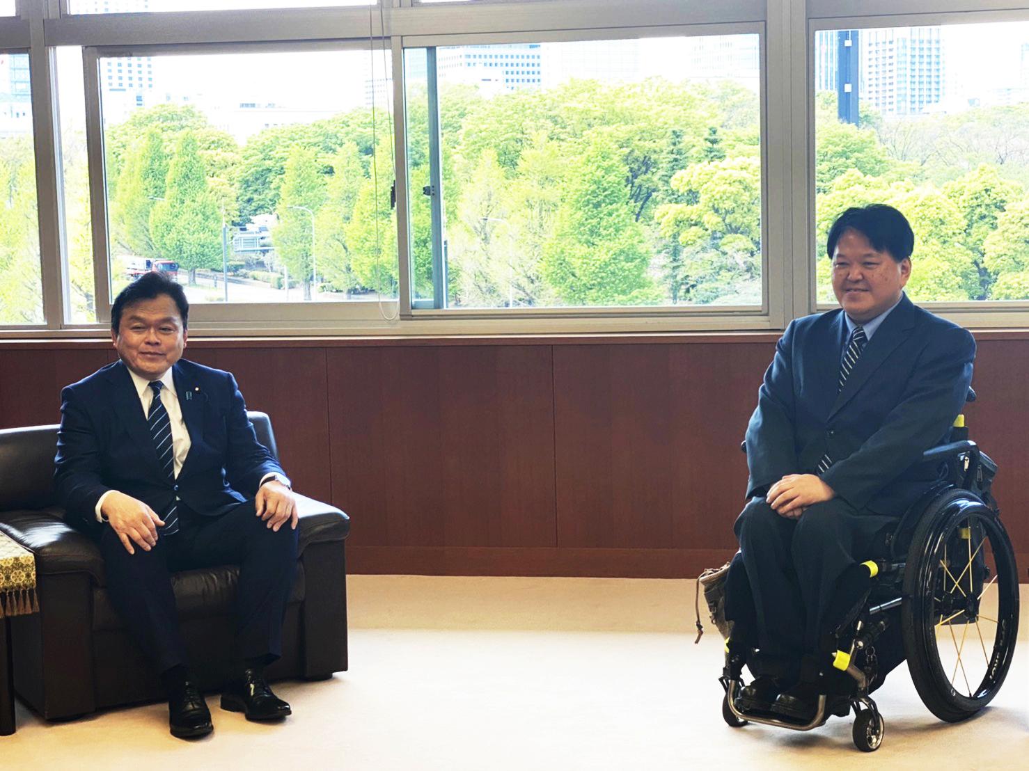赤羽大臣と佐藤