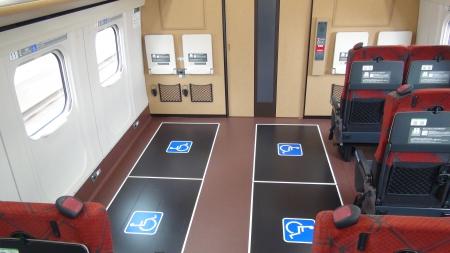 4席確保された車いすスペース