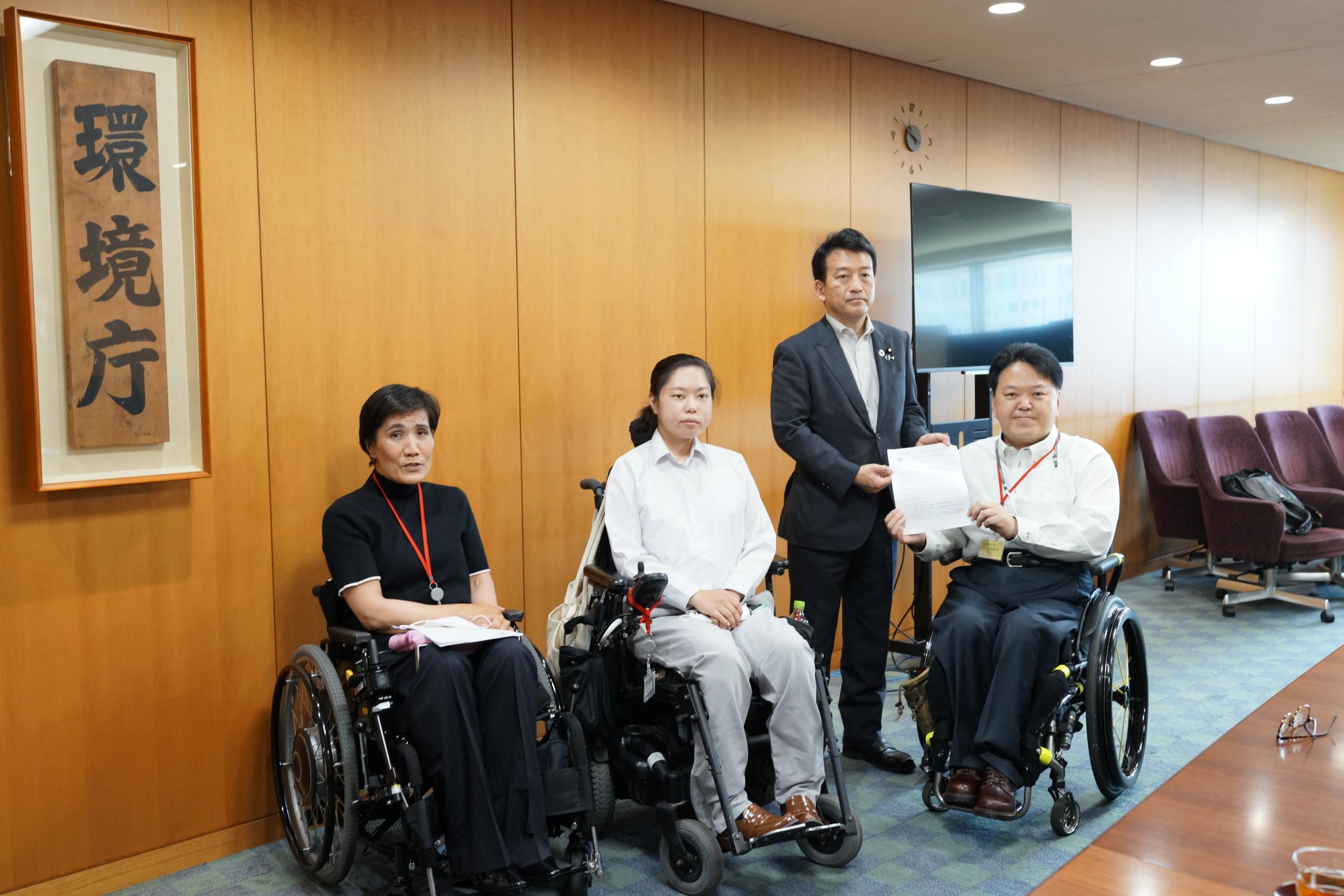 笹川副大臣と佐藤事務局長、山嵜副部会長、工藤部会メンバー