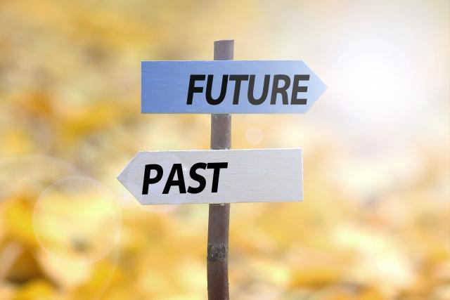 過去と未来の看板